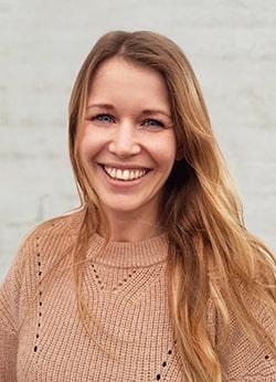 Julie hos Jensen Company